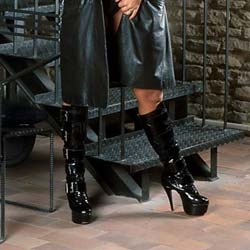 Bigtit lingerie 04. This big-boobed blonde is wearing her leather boots just so she can put on a show for you!
